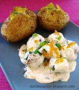 Κεφτεδάκια με λευκή σάλτσα και τσένταρ & ψητή πατάτα (ή πώς να αξιοποιήσετε τα κεφτεδάκια που σας περίσσεψαν)