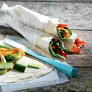 Πίτες τυλιχτές με λαχανικά και τυρί κρέμα