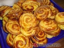 Ρολάκια τσουρεκιού με κρέμα