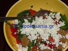 Ρόκα σαλάτα με παξιμάδι και ανθότυρο