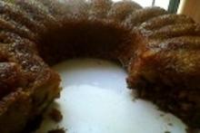 Κέικ με μαύρη ζάχαρη και καρύδια