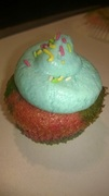 Cupcakes ουράνιο τόξο με frosting μαστιχα χιου υποβρύχιο