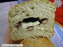 Ψωμί ...ελιά... και...χαλούμι..το πεντανόστιμο.
