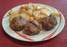 Κεφτεδακια με πατατες στο φουρνο