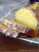 Υγρό κέικ λεμονιού με γλάσο