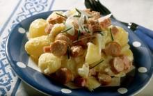 πατατοσαλάτα με λουκάνικα και γιαούρτι                    5.0/5 κατάταξη (2 ψήφοι)