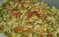 Κρύα σαλάτα με μακαρόνια τόνο και πιπεριές !