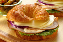 """Κρουασάν """"sandwich'' με γαλοπούλα και τυρί!"""
