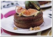 Τούρτα σοκολάτας με καρύδια και φρέσκα σύκα