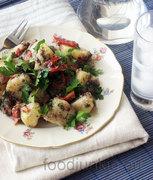 Μεσογειακή πατατοσαλάτα με ελιές, κάππαρη και πιπεριές φλωρίνης