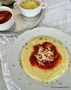 Πουρές με κοκκινιστά αρωματικά μανιτάρια κ καπνιστό τυρί βερμίου -tomato mushroom herbed sauce with potato puree