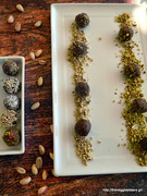 Σοκολατένια τρουφάκια με ταχίνι, πορτοκάλι κ υπερτροφές-chocolate superfoods orange tahini truffles