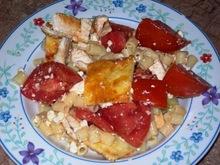 Σαλάτα με ζυμαρικά, κοτόπουλο και ψημένο τυρί