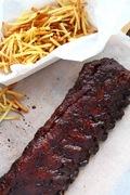 Γλυκοκαυτερά spare ribs στο φούρνο με μαύρη ζάχαρη, τσίλι και καπνιστή πάπρικα