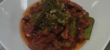 Αρνάκι με μπάμιες και ξύδι στο φούρνο