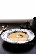 Κολοκυθόσουπα βελουτέ με παστινάκι, crème fraîche και καρύδια