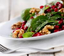 Σαλάτα γιορτινή (με ρόκα, σπανάκι, ρόδι,καρύδια και παρμεζάνα)