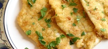 Ψάρι γλώσσα κατεψυγμένη τηγανιτή με χρυσή κρούστα από βούτυρο και χόρτα