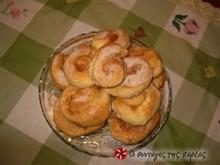 Ρολάκια κανέλας με γέμιση μήλου