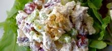 Σαλάτα με γιαούρτι και μαγιονέζα με φιλέτο από στήθος κοτόπουλο και μήλο