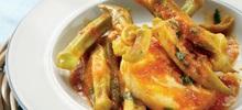 Ψάρι με μπάμιες στο φούρνο και ντομάτα