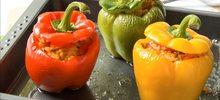 Γεμιστές πιπεριές και ντομάτες με ρύζι