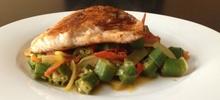 Μπάμιες με ψάρι στο φούρνο