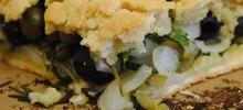 Ελιόπιτα ταψιού εύκολη με πράσινες ελιές