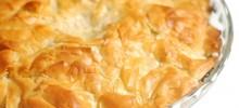 Ζαμπονοτυρόπιτα με γάλα, σφολιάτα και μπεσαμέλ στο φούρνο