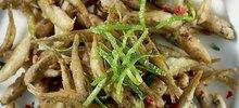 Αθερίνα ψάρι τηγανιτή με κρεμμύδι
