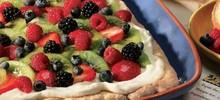 Τάρτα με βατόμουρα, βανίλιες, ακτινίδια και άλλα φρέσκα φρούτα