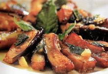 Μελιτζάνες με δυόσμο                                                    αγκινάρες γεμιστές με μανιτάρια                                                    λαχανικά stir-fried                                                    κουνουπίδι με παρμεζάνα                                                    μελιτζάνες ικαρίας                                                    πουρές πατάτας με blue cheese                                                    πατάτες με δενδρολίβανο                                                    πιπεριές και πατάτες στο φούρνο                                                    πατατούλες μεθυσμένες                                                    ανάμεικτα λαχανικά