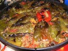 Πιπεριές φλωρίνης γεμιστές με κιμά και σκόρδο