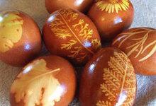 Αυγά της λαμπρής βαμμένα με φυσικό τρόπο