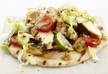 Φιλέτο κοτόπουλο με baba ghannouj και ελληνική σαλάτα