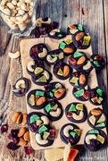Πανεύκολα σοκολατάκια με ξηρούς καρπούς & αποξηραμένα φρούτα και ένα δείπνο με άρωμα κεντρικής ιταλίας στο sale & pepe