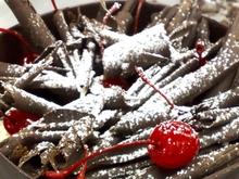 Σοκολατένια τούρτα μπλάκ φόρεστ