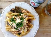 Αργοψημένο κρητικό κουνέλι σε 100% ελληνική μπύρα με μυρωδικά και ντομάτα