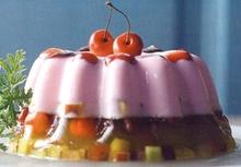 Ζελέ δίχρωμο με γιαούρτι και φρέσκα φρούτα, σάλτσα από ωμά βερίκοκα