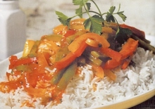 Πιλάφι με σάλτσα από τρίχρωμες πιπεριές