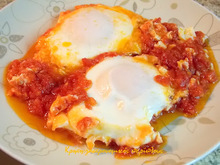 """Αυγά μάτια με ντομάτα και ένα …κρητικό """"croque madame"""" !"""