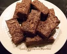 «Ανακυκλώνουμε»  παξιμαδάκια (ή κουλουράκια ή μπισκότα) και φτιάχνουμε σοκολατένια κερασματάκια χωρίς ψήσιμο