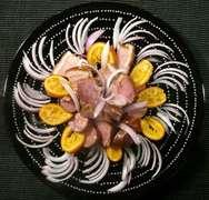 παστό και λουκάνικο Μάνης με κρασί και πορτοκάλι: απλώς η καλύτερη συνταγή.-