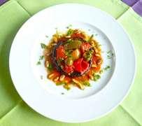 Mενταγιόν μελιτζάνας με ντομάτα και πιπεριές