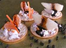 γιάμι μπουκιές με κατσικίσιο τυρί και φρούτα