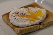 Αβγά ποσέ με σπαράγγια: Το τέλειο κυριακάτικοπρωινό
