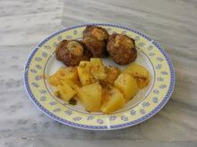 Μπιφτέκια με πατάτες / Beef patties and potatoes