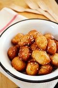 Λουκουμάδες με μέλι και σουσάμι / Loukoumades (greek donuts) with honey and sesame seeds