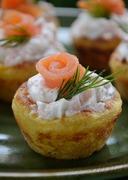 Φωλιές πατάτας με ντιπ γιαουρτιού με άνιθο & σολωμό / Mashed potato nests with yoghurt with dill sauce & smoked salmon