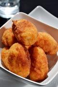 Ρυζόμπαλες γεμιστές με κιμά / Fried riceballs stuffed with minced meat